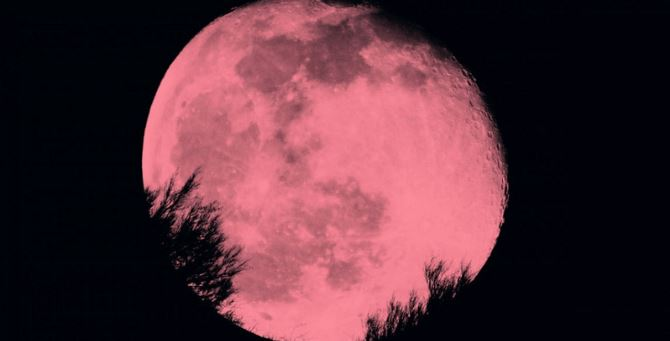 Questa sera naso all'insù per osservare la Superluna